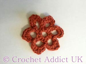 Open Daisy Button Flower free crochet pattern