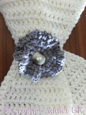 Gentle Wave Button Flower free crochet pattern