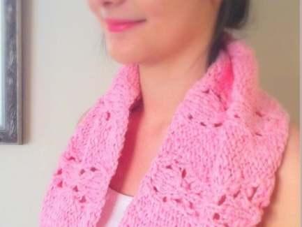 Lara Cowl free knitting pattern